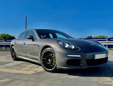 Porsche Panamera Essence Hybride 416cc à Mauguio (Hérault)