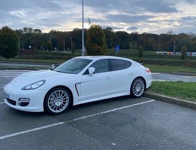Porsche Panamera S à Bollène (Vaucluse)