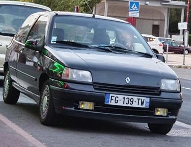 Renault Clio Baccara à Douai (Nord)