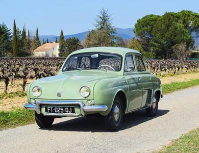 Renault Dauphine à Aix-en-Provence (Bouches-du-Rhône)