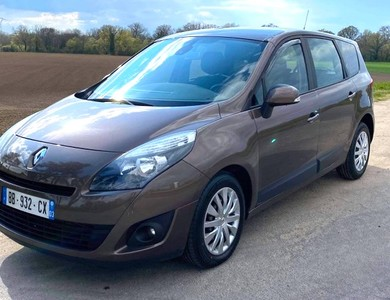 Renault Grand Scenic à Yzeure (Allier)