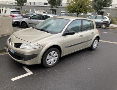 Renault Meganne à Clermont-Ferrand (Puy-de-Dôme)