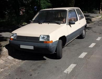 Renault Super 5 à Les Lilas (Seine-Saint-Denis)