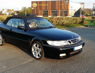 Saab 9.3 Cabriolet à Les Mureaux (Yvelines)
