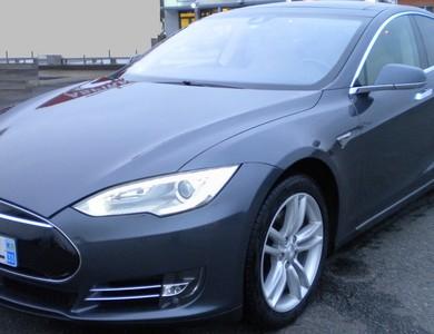 Tesla Berline S 85 à Montilly (Allier)