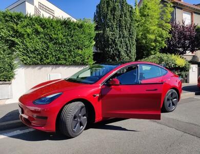Tesla Model 3 à Bourg-la-Reine (Hauts-de-Seine)