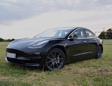 Tesla Model 3 Long Range à Thiverval-Grignon (Yvelines)