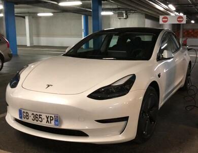 Tesla Model 3 à Massy (Essonne)