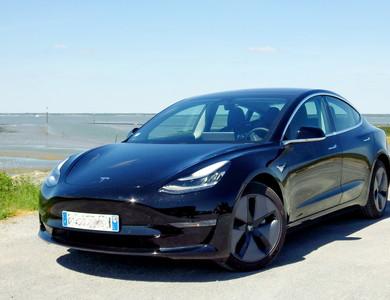 Tesla Model 3 à Paris (7ème arr.)