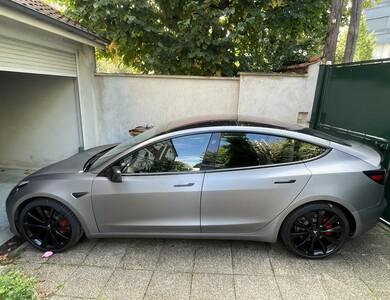 Tesla Model 3 Performance à Neuilly-Plaisance (Seine-Saint-Denis)