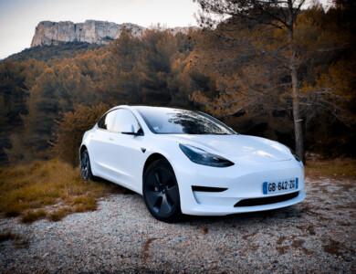 Tesla Model 3 Sr+ à Peypin (Bouches-du-Rhône)