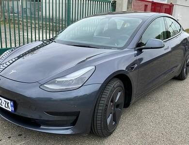 Tesla Model 3 à Villeurbanne (Rhône)