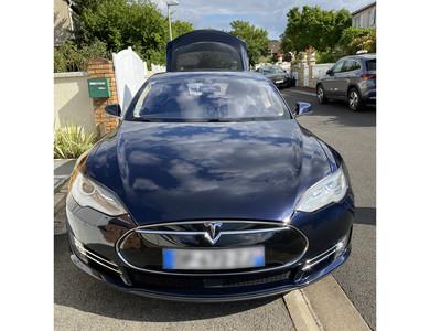 Tesla Model S 85 à Paris (19ème arr.)