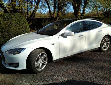 Tesla Model S 85 à Thaon (Calvados)