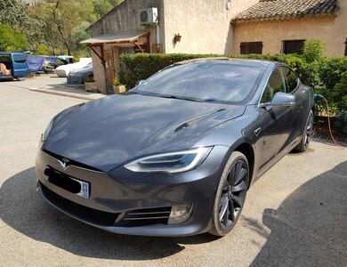 Tesla Model S 90d à Meyreuil (Bouches-du-Rhône)