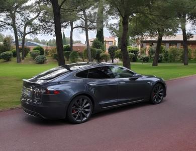 Tesla Model S Avec Chauffeur à Meyreuil (Bouches-du-Rhône)