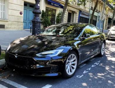 Tesla Model S Noire à Lyon (2ème arr.)