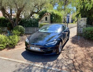 Tesla Model S à Sanary-sur-Mer (Var)