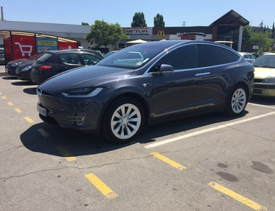 Tesla Model X 100d à Meyreuil (Bouches-du-Rhône)