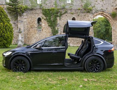 Tesla Model X 90d à Lyon (2ème arr.)