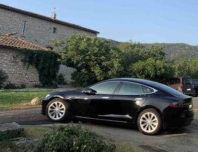 Tesla S 100 D à Le Mesnil-Esnard (Seine-Maritime)