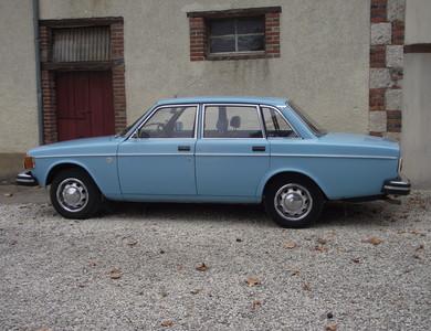 Volvo 144 Dl à Bléneau (Yonne)